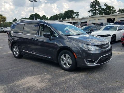 New 2017 Chrysler Pacifica Touring-L Plus
