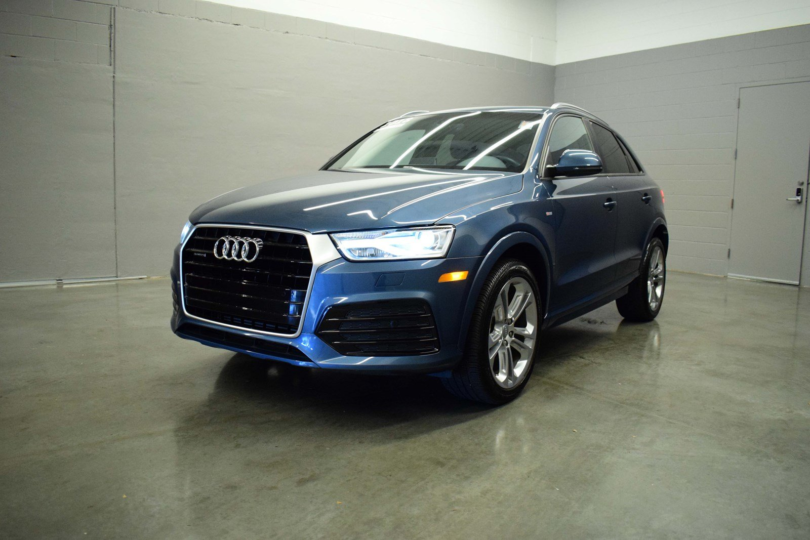 certified pre owned 2018 audi q3 2 0t premium sport w. Black Bedroom Furniture Sets. Home Design Ideas
